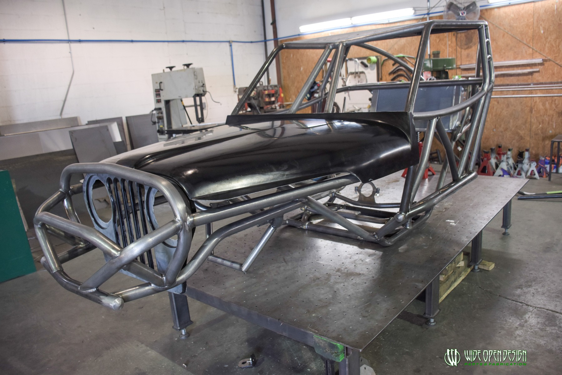 Jeep Rock Crawler Chassis with Jeep Hood Image 3