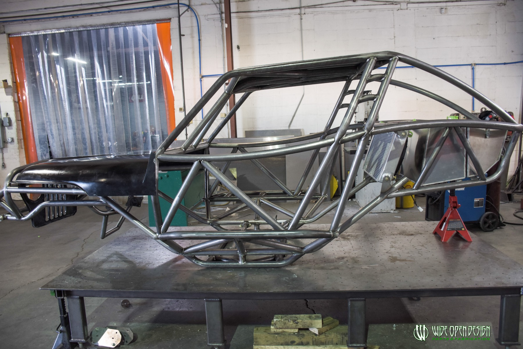 Jeep Rock Crawler Chassis with Jeep Hood Image 4